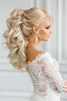 Tenue de mariée coiffure mariage cheveux lachés bouclés beauté belle coiffure  princesse mariée Hautes Coiffures,