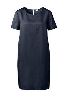 """Stilberatung für den V Figurtyp - Kleid von Hessnatur. Das Marine blau ist eine echte Alternative zu dem """"kleinen Schwarzen"""", von dem ein Herbsttyp definitiv Abstand nehmen sollte. Die dunkle Farbe und der Schnitt stehen einer V Figurform, da es die Oberweite und ein eventuelles Bäuchlein schön leicht umspielt und die schönen schlanken Beine zeigt. Fühlt sich gut an - hoher Tragekomfort! für € 89,95 (23.06.16) bei hessnatur bestellen."""