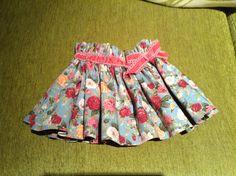 Falda niña fruncida. Primera prenda hecha en el curso de costura.