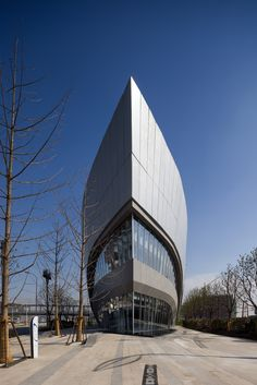 As the first completed building in Greenland's Hongqiao World Centre designed by Aedas, the leaf-shaped gallery will exhibit future developments of the projects and will later be converted in an anchor store after the whole project is completed.The form of the gallery was designed in...