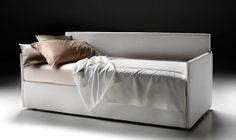 Gemelli è anche un letto comodo e dalle linee eleganti e sobrie. Perfetto per fare della camera singola un ambiente spazioso.