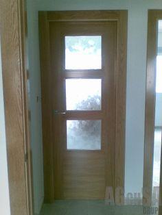 Dise o e instalaci n de puertas correderas en madera de - Puertas con cristales biselados ...