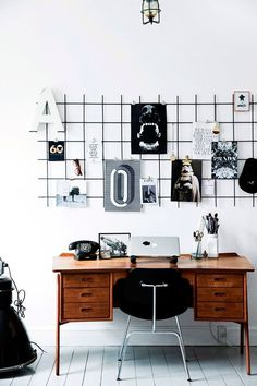 Modern Scandinavian home office space with stylish mood board grid. Workspace Inspiration, Home Decor Inspiration, Decor Ideas, Motivation Inspiration, Home Office Design, Home Office Decor, Office Ideas, Office Table, Retro Home Decor