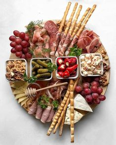 Charcuterie Recipes, Charcuterie And Cheese Board, Charcuterie Platter, Party Food Platters, Cheese Platters, Greek Appetizers, Appetizer Recipes, Meat Appetizers, Party Snacks