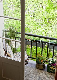 Un petit balcon comme un espace de détente au calme