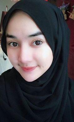 yo ga's media content and analytics Beautiful Hijab Girl, Beautiful Muslim Women, Arab Girls Hijab, Muslim Girls, Casual Hijab Outfit, Hijab Chic, Hijabi Girl, Girl Hijab, Dogy Style