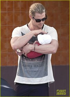 Chris Hemsworth & his baby India. I never thought he could get more attractive... until now