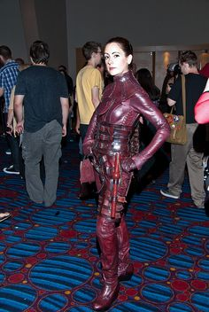 Mord Sith! <3 I wish I had the body to wear that, and the skill to make it!