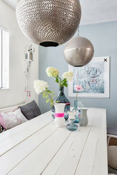 Touches of neon pink and bright blue, and that soft pastel interior, a pretty Dutch detached house wakes up for the summer! Interior Pastel, Interior Styling, Interior Decorating, Decorating Ideas, Interior Inspiration, Room Inspiration, Deco Luminaire, Sweet Home, Turbulence Deco