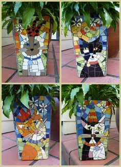 Mosaic cats - Check out all her beautiful mosaic flower pots - very talented! Mosaic Planters, Mosaic Garden Art, Mosaic Flower Pots, Large Planters, Mosaic Crafts, Mosaic Projects, Mosaic Glass, Mosaic Tiles, Stained Glass
