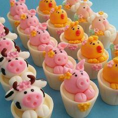 Fazendinha ideias Cupcake Tier, Cupcake Cakes, Fondant Toppers, Cupcake Toppers, Farm Cake, Animal Cupcakes, Fondant Animals, Farm Birthday, Farm Party