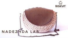 Вязаная полукруглая сумочка с кожаным клапаном. Вязание из трикотажной п...