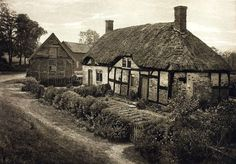 Google Image Result for http://upload.wikimedia.org/wikipedia/commons/f/f6/Izaak_Walton%27s_House_at_Shallowford,_Staffordshire,_1888.jpg