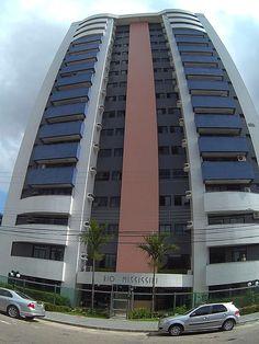 Vendo Apartamento em Belém, PA ( Bairro do Marco ) 113 m²  Andar Alto.Nascente. 4 unidades por andar  3 quartos (1 suite)  varanda na sala e em todos os quartos,  2 vagas em estacionamento coberto  Condomínio com piscina, salão de jogos e salão de festas  área de serviço, churrasqueira, quarto de empregada com banheiro, porteiro 24h  (apartamento não inclui móveis)  Condomínio: R$ 640,00 IPTU: R$ 600,00 anual