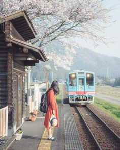 Sakura Japan 2020 – A Complete Travel Guide To Enjoy Cherry Blossom Season in Japan – – Best in Travel – The best places to visit in 2020 Aesthetic Japan, City Aesthetic, Japanese Aesthetic, Travel Aesthetic, Japan Cherry Blossom Festival, Cherry Blossom Season, Cherry Blossoms, Wallpaper Bonitos, Japanese Countryside