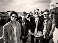 The Vamps Bradley simpson James mcvey Connor ball Tristan evans Bradley Simpson, British People, British Boys, Scottish People, Meet The Vamps, Evan And Connor, Isle Of Wight Festival, Will Simpson, People Running