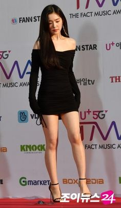 Source by pingpongklotz Beautiful Young Lady, Beautiful Asian Women, Beautiful Legs, Girls In Mini Skirts, Sexy Legs And Heels, Red Velvet Irene, Oriental Fashion, Cute Asian Girls, Korean Model