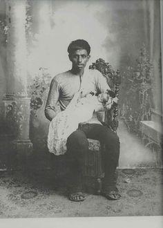 Romualdo García, Retrato post mortem de niño con padre doliente, Guanajuato, primera mitad del siglo XX, colección particular, catalogación: Juan Carlos Cancino.