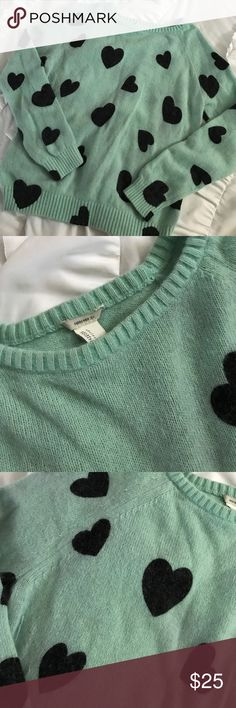 Forever 21 Sweater Aqua and black sweater purchased at forever 21. Looks long sleeved, but it hits me about 3/4's of the way down. Really soft and very comfortable. Fits well throughout. Only worn once. Forever 21 Sweaters Crew & Scoop Necks