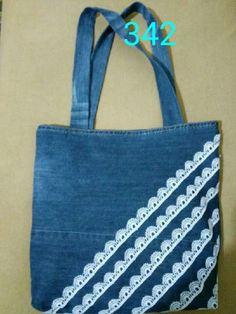 12 melhores Achamos que você pode gostar dessas . Denim Handbags, Denim Tote Bags, Denim Purse, Denim Bag Patterns, Bag Patterns To Sew, Patchwork Bags, Quilted Bag, Jean Purses, Purses And Bags