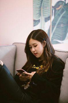 blackpink in your area South Korean Girls, Korean Girl Groups, Foto Rose, Mileena, Foto Casual, Rose Park, Blackpink Photos, Blackpink Fashion, Park Chaeyoung