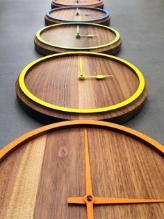 Wall-mounted walnut clock - Otono Design