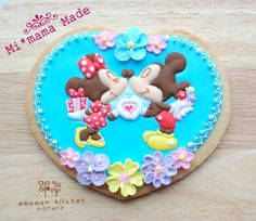 Minnie & Mickey Mouse Love Cookie. Adorable!