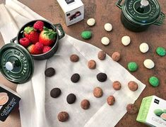 Ebéd utáni nasi. #cudié #catánies #csokoládé #bonbons #chocolate #spanish Spanish, Cookies, Chocolate, Desserts, Food, Crack Crackers, Tailgate Desserts, Deserts, Biscuits