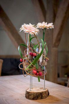 Zelf maken: bloemdecoratie met hout - Wonen&Co