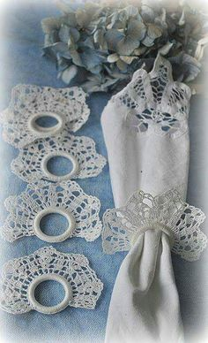 Crochet Napkin Rings - no pattern Thread Crochet, Crochet Motif, Crochet Doilies, Crochet Flowers, Crochet Lace, Crochet Patterns, Crochet Home Decor, Crochet Kitchen, Crochet Gifts