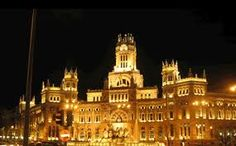 Madrid is one of the greatest cities in Spain and is well worth a visit. Check out thse pictures of Madrid Vacation Places, Dream Vacations, Places To Travel, Honeymoon Destinations, Oh The Places You'll Go, Places To Visit, Visit Madrid, 100 Things To Do, Free Things