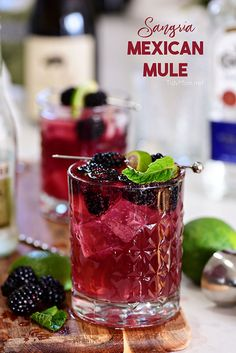 Sangria Mexican Mule Cocktail Wine lovers, this Moscow Mule is for you! Sangria Mexican Mule is a tequila based version of the classic Moscow Mule along with red wine and berries. Making it fruity, zingy and a guaranteed win. Tequila Sangria, Cocktails Champagne, Mexican Cocktails, Sangria Cocktail, Fun Cocktails, Cocktail Movie, Cocktail Sauce, Cocktail Attire, Cocktail Shaker
