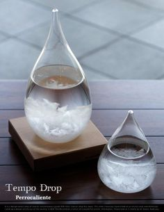 Tempo Drop Weather Forecasting Storm Glass changes from clear to cloudy to crystal flakes, predicts whether the weather will be clear, cloudy or rainy.