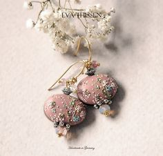 ASMARA beautiful earrings in dusty pearl pink di EvaThissen