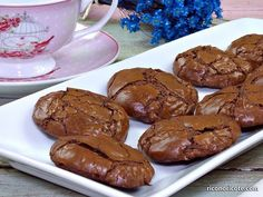 A thin, crisp layer coats this delicious fluffy chocolate brownie cookie. You will not be able to resist. Köstliche Desserts, Delicious Desserts, Dessert Recipes, Yummy Food, Chocolate Brownie Cookies, Chocolate Pastry, Eat Dessert First, Healthy Cookies, Sweet Recipes