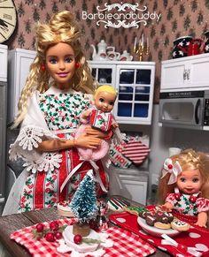 Barbie Kids, Barbie Skipper, Barbie And Ken, Fashion Royalty Dolls, Fashion Dolls, Kids Doll House, Barbie Fashionista Dolls, Barbie Diorama, Christmas Barbie