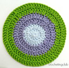 crochetingclub: crochet tips. flat circle: seamless join and standing stitches. One color. English instructions included - just scroll down.
