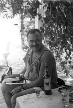 Ernest Hemingway reading books with his dog Negrita at Finca Vigia in Cuba. His time (for the most part) in Cuba was happy. He loved the Cuban people. Ernest Hemingway, Hemingway Quotes, Hemingway Cuba, Hemingway House, Writers And Poets, Make Art, Famous People, Cuban People, Novels