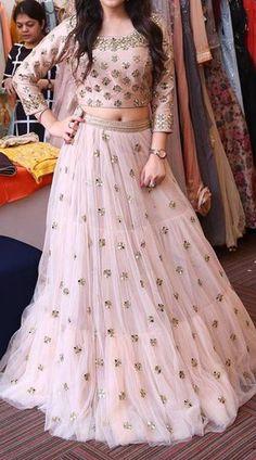 Indian Bridal Outfits, Indian Bridal Lehenga, Red Lehenga, Long Choli Lehenga, Floral Lehenga, Indian Wedding Gowns, Telugu Wedding, Lehenga Choli Online, Wedding Dresses