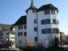 schmerikon-city-hall.jpg (550×412)