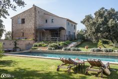 La Bergerie de Nano - Luxury guesthouse in Provence - in the heart of the vineyards of the famous Muscat de Beaumes de Venise Hacienda Style Homes, Rural House, Swimming Pool Designs, Garden Pool, French Farmhouse, Pool Houses, Beautiful Architecture, My Dream Home, Exterior Design