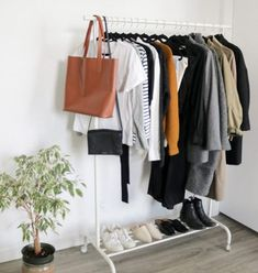 The Classic French Capsule Wardrobe - Emily Lightly Capsule Wardrobe Women, French Capsule Wardrobe, Capsule Outfits, Travel Wardrobe, Fall Wardrobe, Wardrobe Rack, Capsule Clothing, Wardrobe Ideas, Winter Outfits