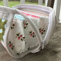 This week I started my very first Sew Together bag ( pattern by Sew Demented ) using a F8 bundle of Little Miss Sunshine fabrics by Lel...