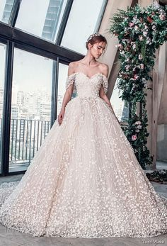 tony ward mariee 2019 off the shoulder sweetheart neckline full embellishment romantic princess ball gown a line wedding dress royal train (11) mv
