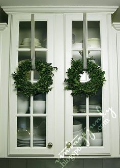New Decorating Ideas For Christmas: Hanging Wreaths At Windows