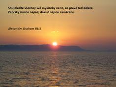 Soustřeďte všechny své myšlenky na to, co právě teď děláte. Paprsky slunce nepálí, dokud nejsou zaměřené.  Alexander Graham BELL