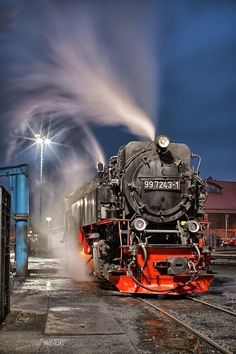 Train in the night por Jörn Hoffmann en Blur Background Photography, Studio Background Images, Black Background Images, Photo Background Images, Photo Backgrounds, Motor A Vapor, Old Trains, Picsart Background, Train Tracks