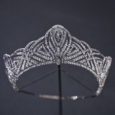 a close up of the diamond art deco tiara made by Chaumet for the Countess of Bessborough, in 1931