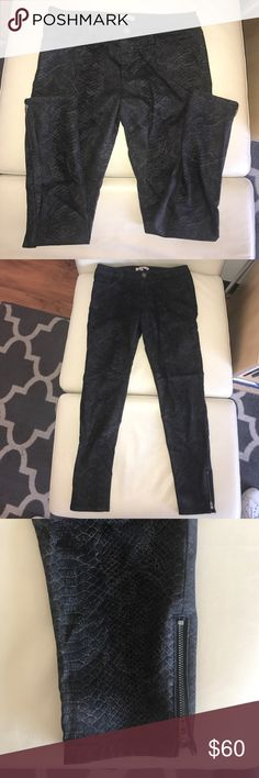 Banana republic snake patterned skinny jeans Size 28. Lightweight skinny jeans with a bit of stretch. Low/mid rise. Has a snake pattern on the jeans. Very subtle in person flash makes it look a bit brighter. Worn 2 times great condition! Banana Republic Jeans Skinny