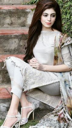 Amal, one of the leaders fighting for the independence of Pakistan Pakistani Wedding Outfits, Pakistani Bridal Wear, Pakistani Dresses, Indian Dresses, Indian Outfits, Churidar, Kurti, Suit Fashion, Fashion Dresses